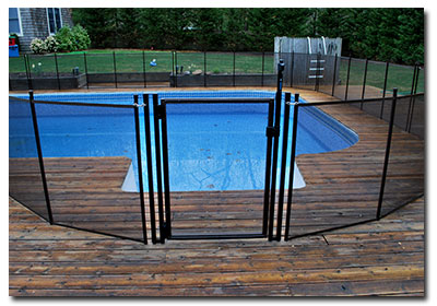 A removable pool gate for pools on long island