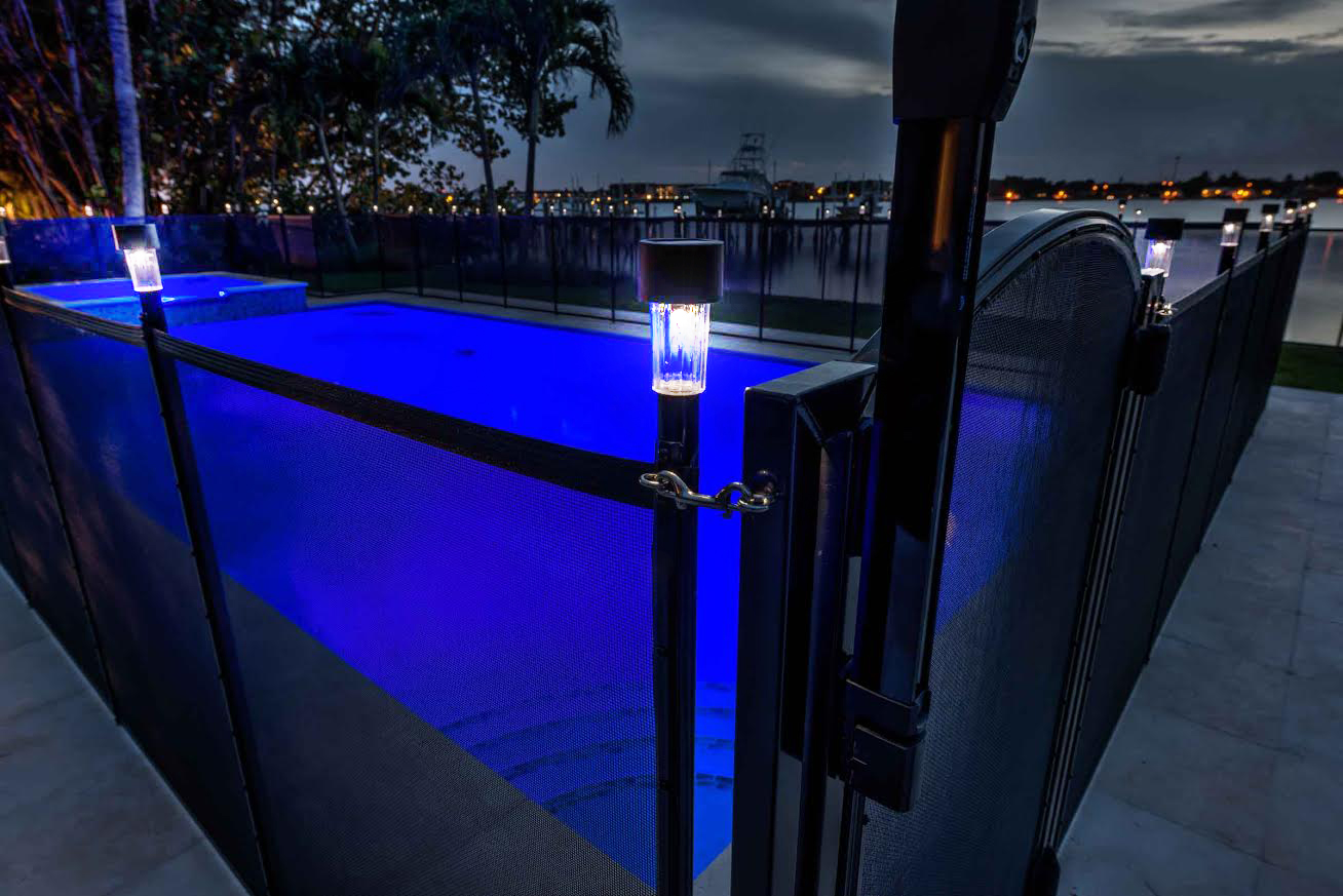 pool-fence-solar-lights